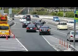 Enlace a Esto es lo que provoca en Japón un ministro cuando se desplaza en carretera