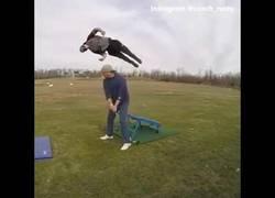Enlace a El truco de golf más impresionante jamás visto