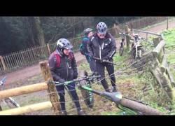 Enlace a Como sacar tu bici en una valla electrificada