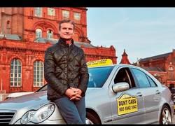 Enlace a Disfrazan a David Coulthard de taxista y mete el susto de su vida a los clientes