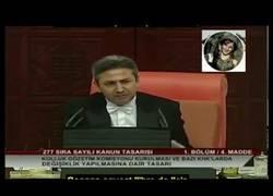Enlace a Ser kurdo en el parlamento turco es complicado...