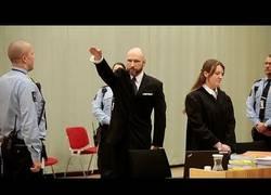 Enlace a El asesino Breivik pide un taxi en mitad de su juicio para irse a casa