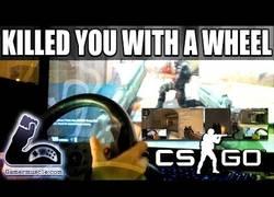 Enlace a Humillando a la gente en CS:GO mientras juegas con un volante