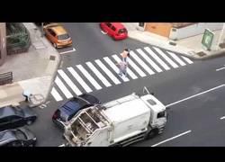 Enlace a Y de repente... una pelea con los basureros de Tenerife en plena calle
