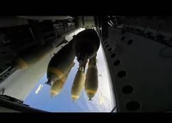 Enlace a Así es el lanzamiento de bombas desde un Boeing B-52