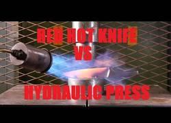 Enlace a La prensa hidráulica frente a un cuchillo a 1000º. El duelo definitivo en internet