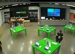Enlace a Y así es como dos chicos roban dos MacBook en una tienda