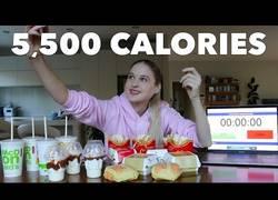 Enlace a Esta chica se gasta 40$ en el McDonalds y se lo come todo: 5508 calorías