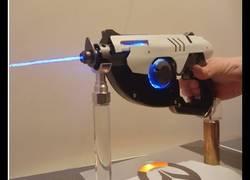 Enlace a Recrean este laser totalmente funcional de Overwatch