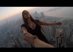 Enlace a No tener miedo a la muerte nivel = esta pareja en los rascacielos de Dubai
