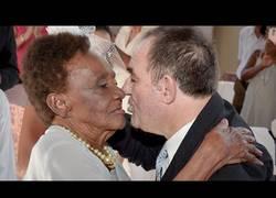 Enlace a ¡El bodorrio de esta mujer que se casa con 106 años!