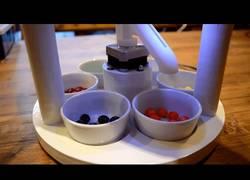 Enlace a Este robot clasifica por colores los caramelos de forma automática