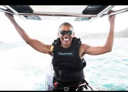 Enlace a Barack Obama se lo pasa en grande haciendo kitesurfing en su etapa post presidencial