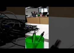 Enlace a Profesor rabioso destroza portátil de su alumno delante de su cara