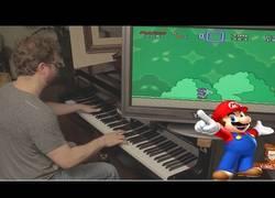 Enlace a Jugando al Super Mario World con sonidos en el Piano