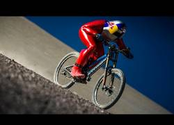 Enlace a Max Stöckl bate el récord de descenso en bicicleta más veloz del mundo con 167km/h