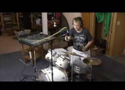 Enlace a Intenta grabarse mientras toca la batería pero todo sale fatal
