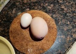 Enlace a INSÓLITO: Sale un huevo dentro de otro huevo