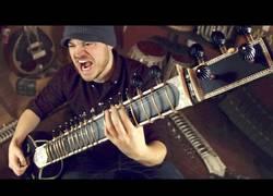 Enlace a Tocando música metal con una cítara