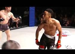 Enlace a Este luchador de MMA no paró de vacilar a su rival hasta que le dejaron K.O