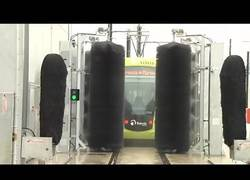 Enlace a Así es como trabajan los sistemas de lavado de los trenes