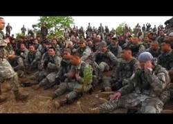 Enlace a Soldados samoanos en el ejército de Estados Unidos cantan en su lengua materna