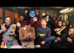Enlace a Jimmy Fallon y Ed Sheeran tocan