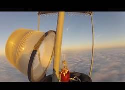 Enlace a Escalando una torre por encima de las nubes