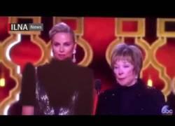Enlace a Así es como la TV de Irán censuró a Charlize Therón por salir
