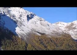 Enlace a El espectacular desprendimiento de rocas en unamontaña de Suiza