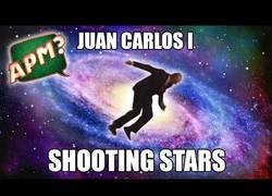 Enlace a Juan Carlos I se une a la moda del Shooting Star con su famosa caída