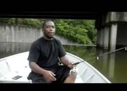 Enlace a La genial broma mientras vas en barca con un amigo