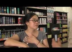 Enlace a Esta mujer entró a un bazar chino a robar y terminó desnuda completamente