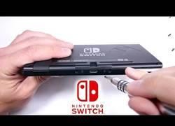 Enlace a Así de fácil se despedaza la Nintendo Switch
