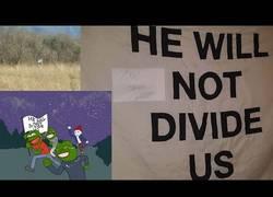 Enlace a CSI Mundial en 4chan: Localizan una bandera contra Trump por la posición de las estrellas