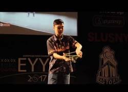 Enlace a Él es Evan Nagao y flipa con su habilidad con el yo-yo