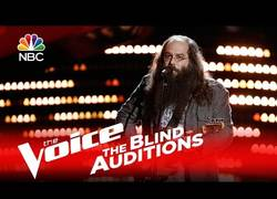 Enlace a Talento increíble tanto en voz como guitarra visto en La Voz