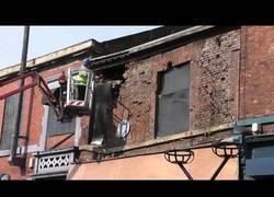 Enlace a Nunca fue tan fácil hacer caer la fachada de un edificio