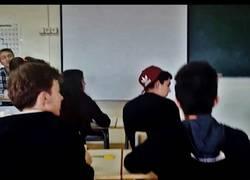 Enlace a Poner la gorra like a boss en una clase