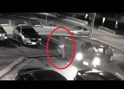 Enlace a Este ladrón se dispara accidentalmente en la cabeza mientras huye de sus víctimas