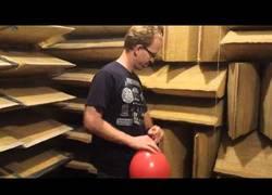Enlace a Así suena la explosión de un globo en un sitio anti-eco