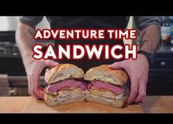 Enlace a Cocinan el sandwich de Jake en Hora de Aventuras y el resultado no puede ser más delicioso