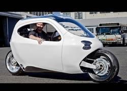 Enlace a Fabrican un vehículo eléctrico muy estable de dos ruedas