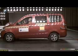 Enlace a El Chevrolet Enjoy que comercializan en la India sin airbags y 0 seguridad