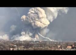 Enlace a Más de 15.000 personas evacuadas al arder el almacén militar más grande de Ucrania