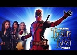 Enlace a Deadpool protagoniza el musical parodiando a La Bella y la Bestia