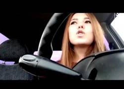 Enlace a La joven rusa que graba su muerte mientras conduce al distraerse al volante