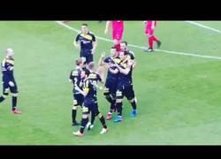 Enlace a ¿La peor jugada ensayada de la historia? Futbolista ucraniano se olvida de golpear el balón