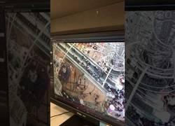Enlace a Caos total en este centro comercial al cambiar las escaleras mecánicas de dirección