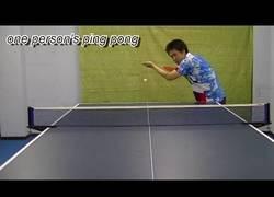 Enlace a Cuando no tienes amigos y quieres jugar al ping pong